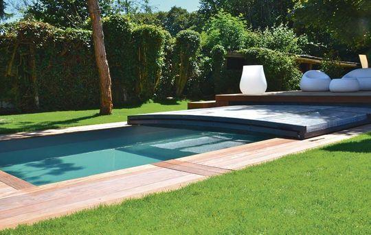 comment habillez votre piscine hors sol pour qu il s int gre votre jardin. Black Bedroom Furniture Sets. Home Design Ideas